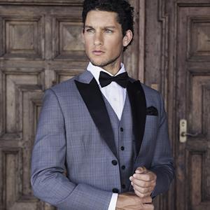mens-wedding-suit-feature-luxury-weddings-2016-JustinAvelingSH9