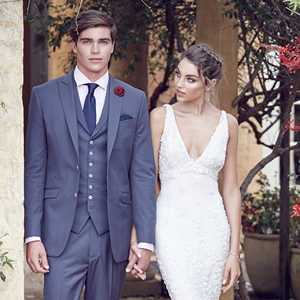 mens-wedding-suit-feature-luxury-weddings-2017-1to1cropped