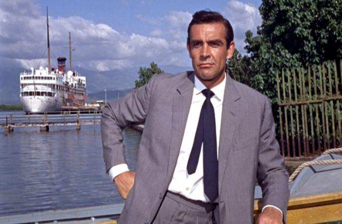 DrNo_SeanConnery_lightgreysuit_frontmidbmp